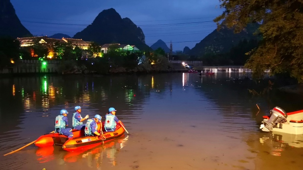 Rescuers search for missing boaters on the Taohua River in Guilin in southern China's Guangxi Zhuang Autonomous Region, Saturday, April 21, 2018. (Chinatopix via AP)