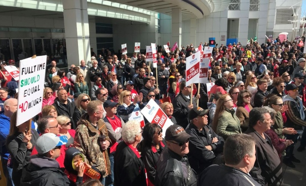 Caesars Windsor workers rally