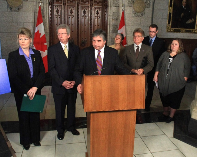 Minister of Public Safety Peter Van Loan, Minister makes the announcement in the halls on Parliament Hill in Ottawa, Tuesday, June 2, 2009. (Public Safety Canada)