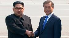 Kim Jong Un and Moon Jae-in shake hands