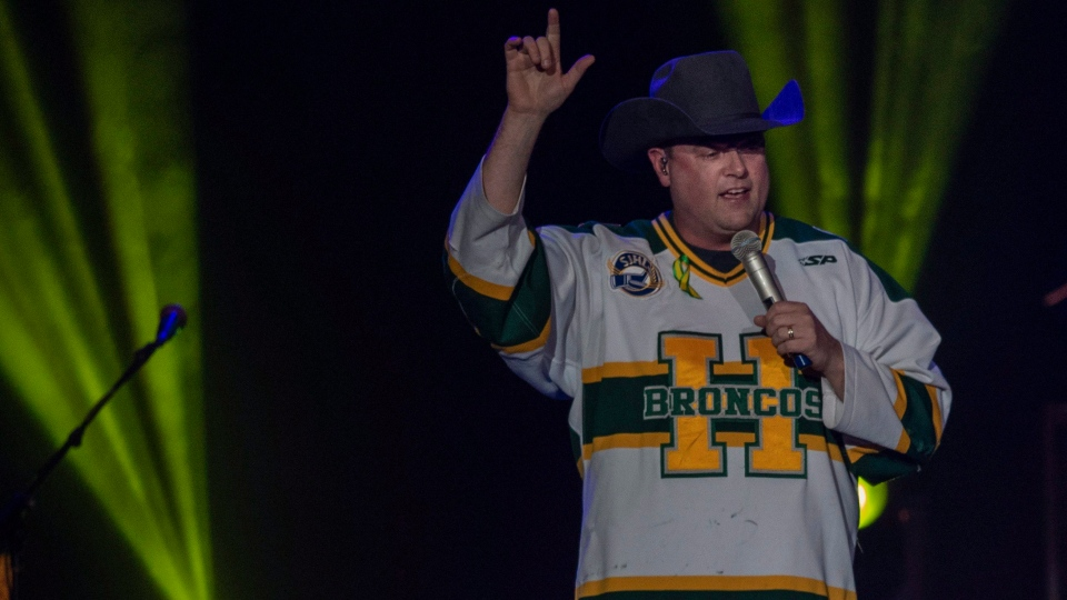 Gord Bamford performs during the Country Thunder Humboldt Broncos tribute concert in Saskatoon, Sask. Friday, April 27, 2018. (THE CANADIAN PRESS/Liam Richards)