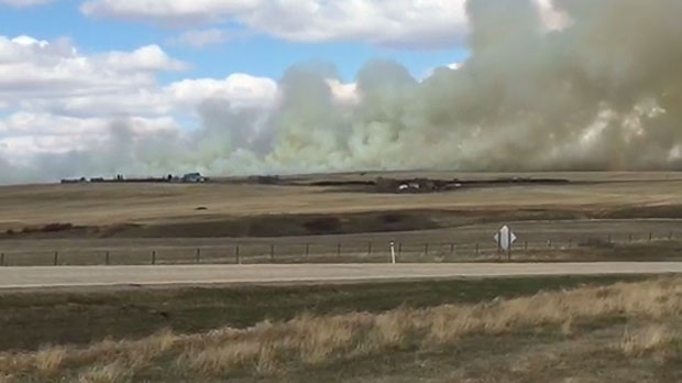 May 1, 2018 grass fire southeast of Three Hills (courtesy: Randy Procyshen)