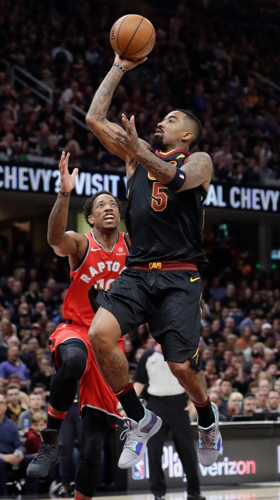 LeBron sinks buzzer-beater as Cavs edge Raptors 78a1a8291