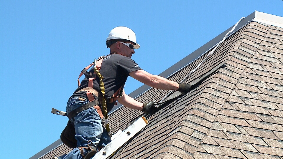 Roofing Companies Busy In Ottawa Today After Wind Damage