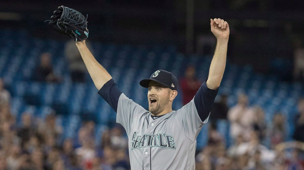 Mariners' Paxton has no-hitter through 8