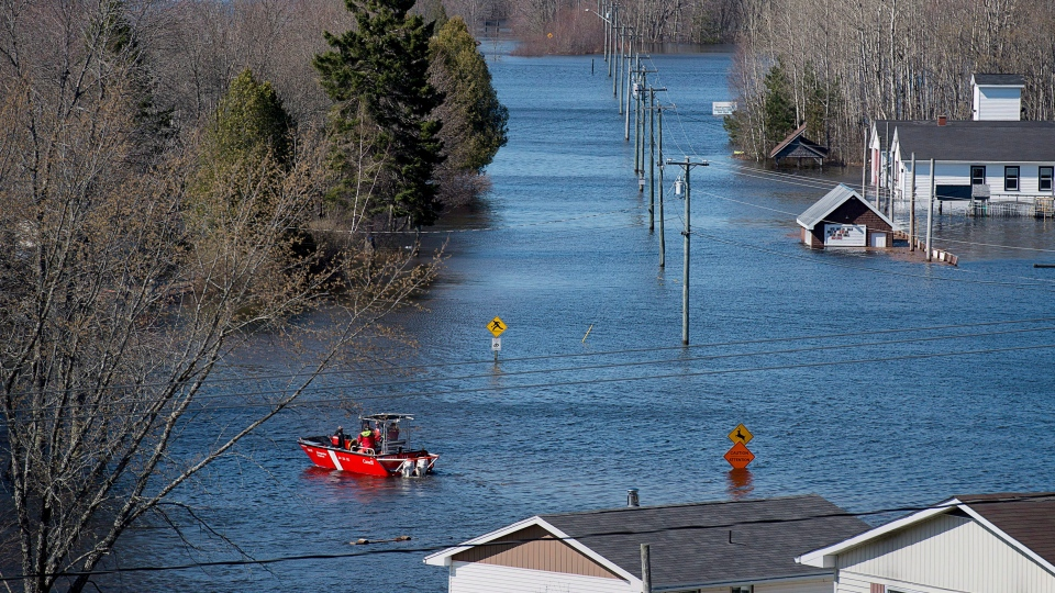 A Canadian Cost Guard craft heads across a flooded area at Darlings Island, N.B. on May 5, 2018. (THE CANADIAN PRESS/Andrew Vaughan)