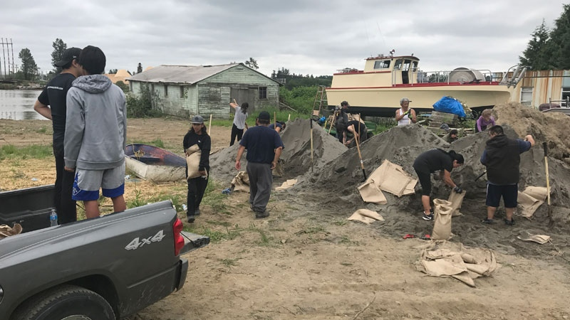 Members of the Katzie First Nation prepare sandbags following an evacuation alert issued for Barnston Island, B.C. on Wednesday, May 16, 2018. (Steve Murray / CTV Vancouver)