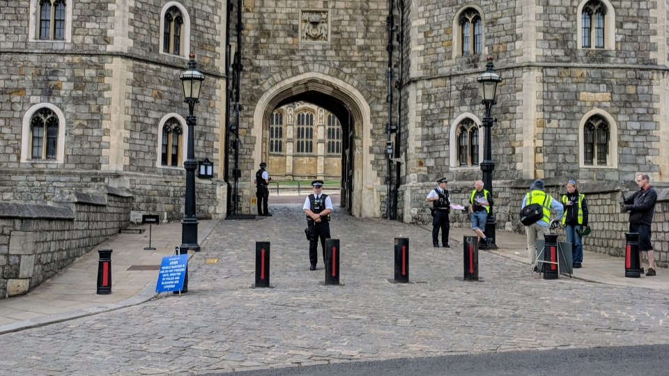Barricades outside Windsor Castle block traffic, as police ramp up security for the royal wedding. (Mary Nersessian / CTV News)