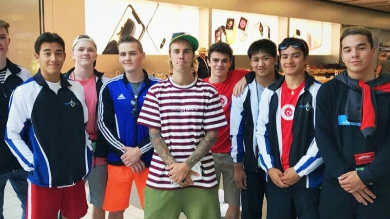 Bieber poses with fans at Conestoga Mall