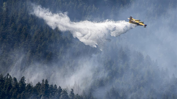 Pilots battle 5,000-hectare fire northeast of Pemberton