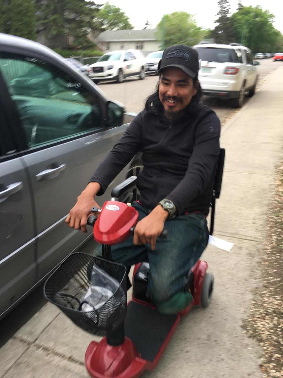Howard Desjarlais receives a scooter from Sylvia Spicer and Kelly Speiler. (Taylor Rattray / CTV Regina)