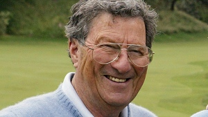 FILE - In this Nov. 24, 2004, file photo Australian golfer Peter Thomson poses for a photo after an exhibition match at the Australian Golf Club in Sydney. (AP Photo/Mark Baker, File)