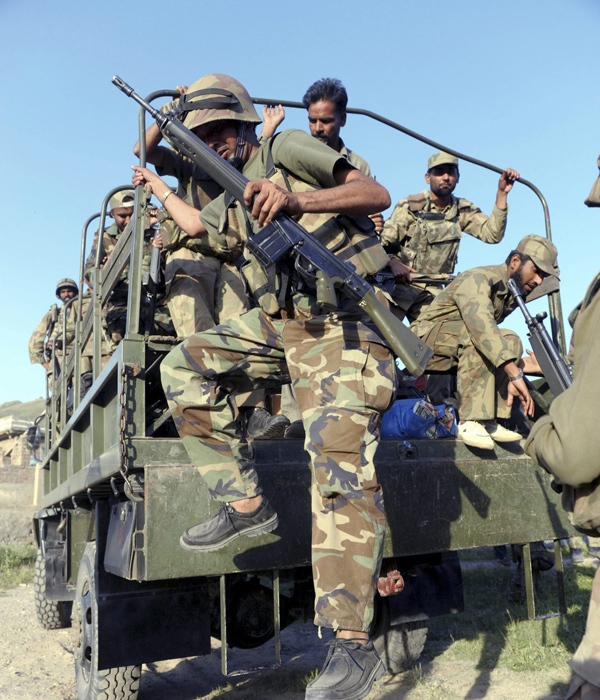 In this photo taken Wednesday, May 27, 2009, soldiers of Pakistan army are seen in Mingora, capital of Pakistan's troubled Swat Valley, where military is fighting with Taliban militants. (AP)