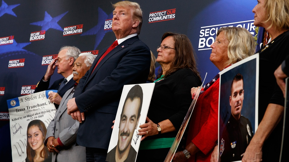 U.S. President Donald Trump stands alongside family members affected by crime committed by undocumented immigrants, at the South Court Auditorium on the White House complex, Friday, June 22, 2018, in Washington. (AP / Evan Vucci)