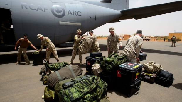 The first Canadian troops arrive at a UN base in Gao, Mali, on Sunday, June 24, 2018. (THE CANADIAN PRESS/Sean Kilpatrick)