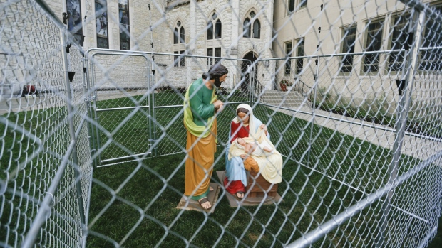 Church statues caged in immigration protest