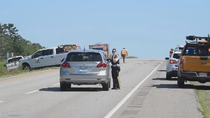 Emergency crews respond to a fatal collision on Highway 101 outside Windsor, N.S. on July 10, 2018. (Bill Roberts)
