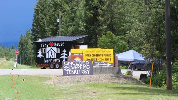 Protesters in provincial park
