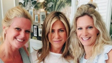 Jennifer Aniston ate lunch this week at Mandy's restaurant in Old Montreal, and posed for photos with store owners Rebecca and Mandy Wolfe