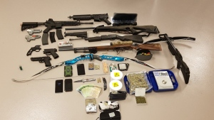 Police recovered drugs, cash, weapons and weapon replicas after a search warrant was executed in Waterloo. (@WRPSToday / Twitter)
