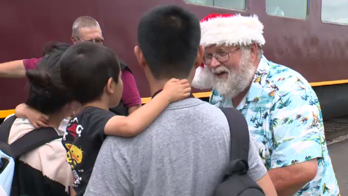 Santa takes a break from his summer vacation to visit families in St. Jacobs. (July 21, 2018)