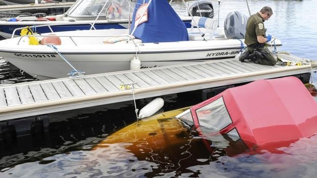 sunken boat, Philippe Couillard, Le Quotidien