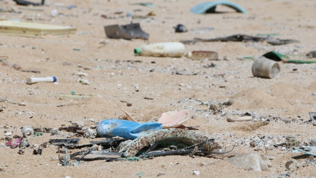 Degrading plastics 'release greenhouse gases', study shows