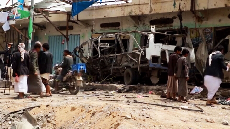 An airstrike by the Saudi-led coalition fighting Shiite rebels has killed at least 50 people in Yemen.