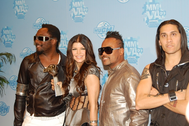 will.i.am, Fergie and the rest of the Black Eyed Peas pose backstage at the MuchMusic Video Awards in Toronto, Sunday, June 21, 2009. (Sheri Block / CTV.ca)