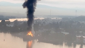 Extended: Barge in the Fraser River catches fire