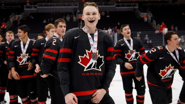 timeless design 8c0d3 5507e Canada crushes Sweden to win Hlinka Gretzky Cup under-18 ...
