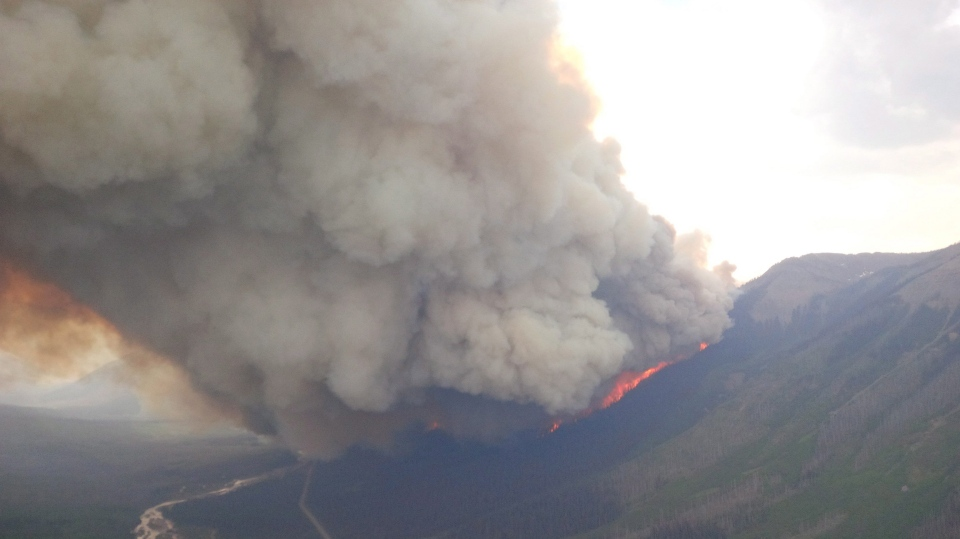 The lightning-ignited Wardle wildfire in Kootenay National Park near Highway 93S, looking south in the Vermilion valley is shown in an Aug.1, 2018 handout photo. THE CANADIAN PRESS/HO-Parks Canada