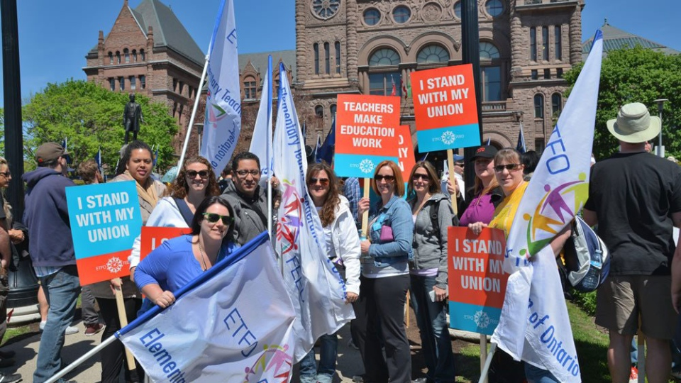 Members of the Elementary Teachers' Federation of Ontario (ETFO) protest at Queen's Park in Toronto on Aug. 14, 2018. (ETFOeducators / Twitter)