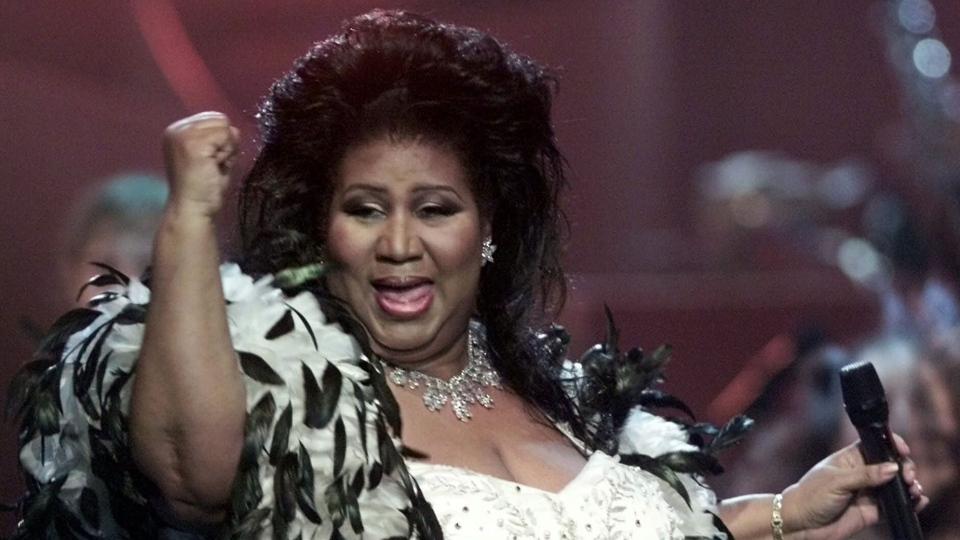 """Aretha Franklin the """"Queen of Soul,"""" performs during the """"VH1 Divas 2001: The One and Only Aretha Franklin"""" tribute in this April 10, 2001 photo in New York. (AP Photo/Suzanne Plunkett)"""