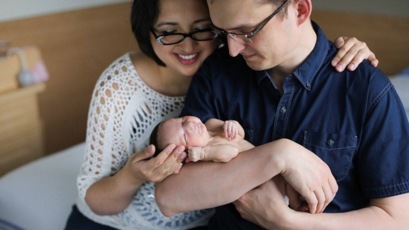 Calgary Shepard MP Tom Kmiec and his wife Evangeline hold their daughter Lucy-Rose. (Tom Kmiec / Facebook)