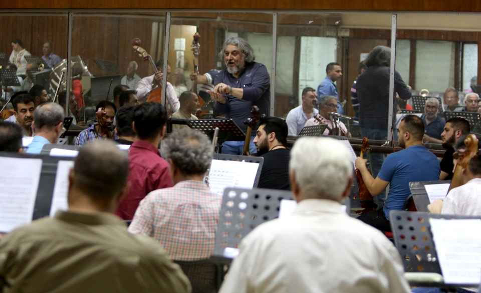 Iraqi National Symphony Orchestra conductor Mohammed Amin Ezzat leads musicians during a rehearsal on August 5, 2018 at Baghdad's School of Music and Ballet. (Sabah Arar / AFP)