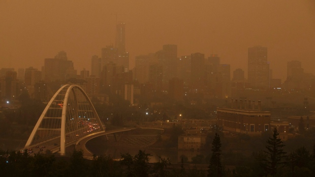 Smoke from the B.C. wildfires blankets over the city of Edmonton on Wednesday, August 15, 2018. (THE CANADIAN PRESS / Jason Franson)