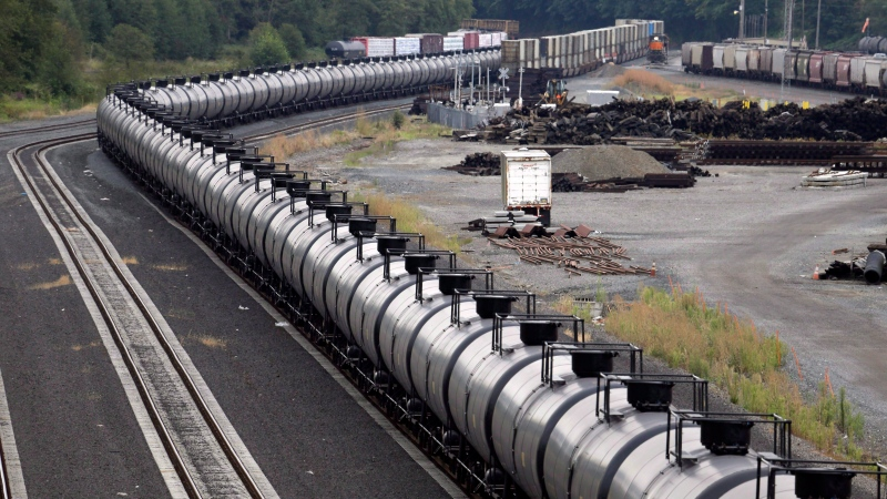 A northbound oil train sits idled on tracks, stopped by protesters blocking the track ahead, in Everett, Wash., on September 2, 2014. (THE CANADIAN PRESS/AP, Elaine Thompson)