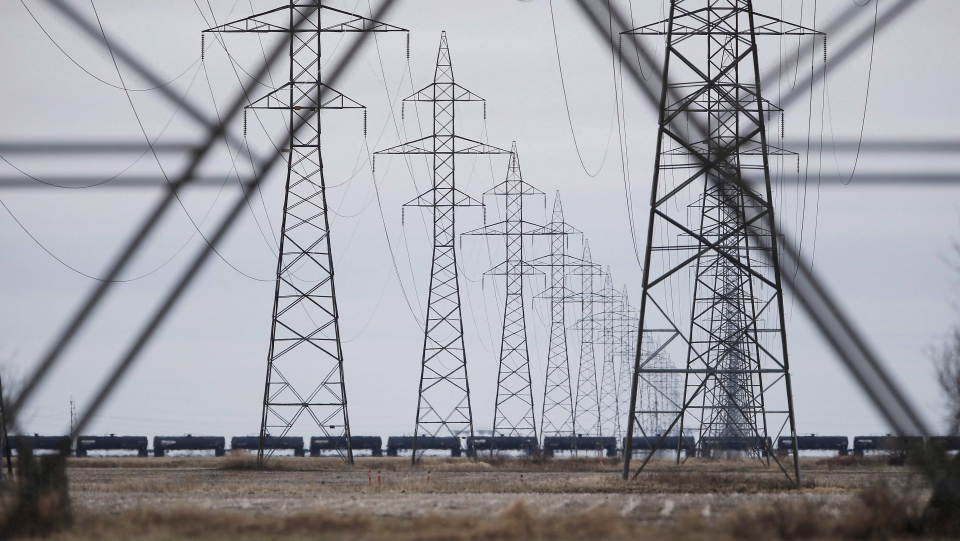 Manitoba Hydro power lines are photographed just outside Winnipeg on May 1, 2018. (THE CANADIAN PRESS/John Woods)