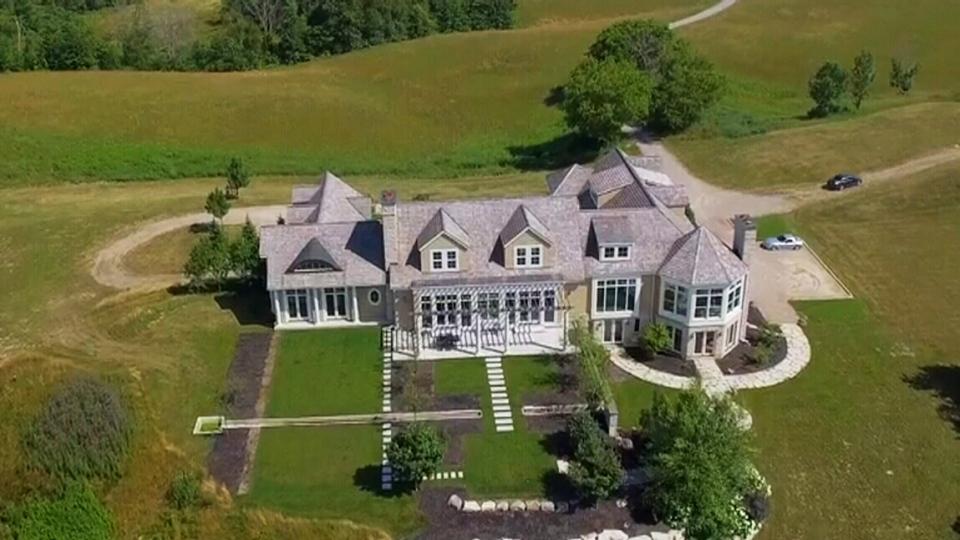 Bieber buys mansion in Puslinch