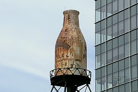 The Guaranteed Milk Bottle has been neglected, but Heritage Montreal wants it to be fixed up because it has historical value. (June 25, 2009)
