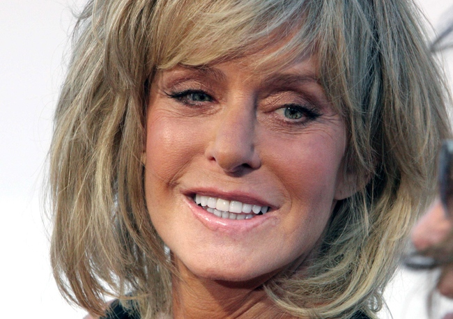 Farrah Fawcett poses for photographers on the red carpet before Comedy Central's 'Roast of William Shatner' on Aug. 13, 2006. (AP / Rene Macura)