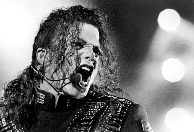 Michael Jackson performs during his 'Dangerous' tour in Bangkok, Aug. 25, 1993. (AP / Jeff Widener)