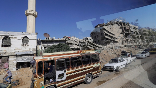 Syria's War: Warplanes hit Idlib targets as fears of battle mount