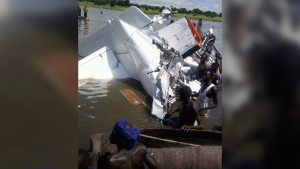 The wreckage of an aircraft that plunged into a South Sudan lake, killing 21, (Photo: Radio Miraya/Twitter)