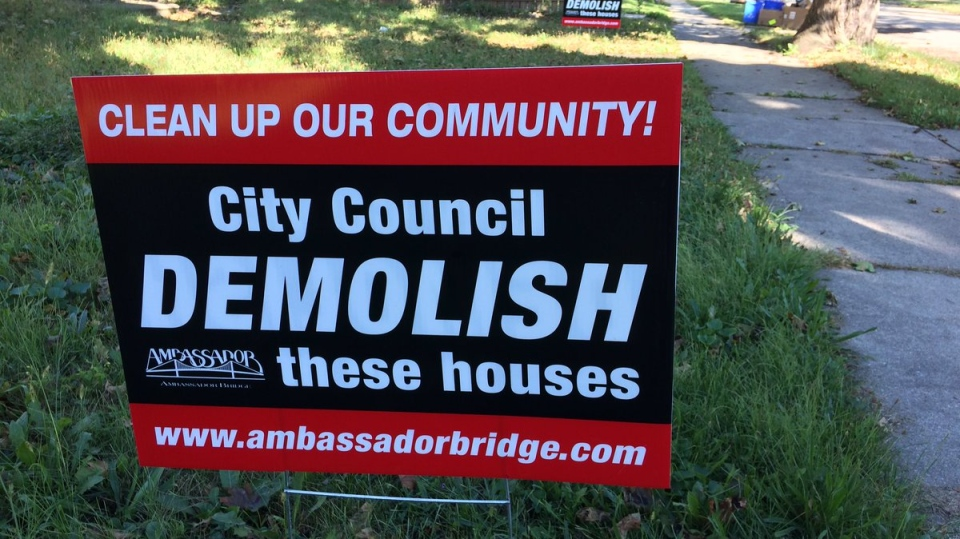Ambassador Bridge Signs for Homes
