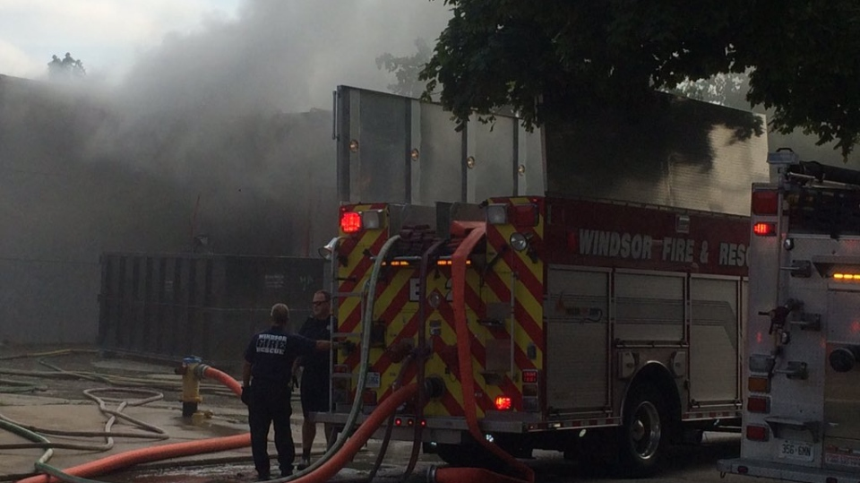 Heavy smoke can be seen on Argyle at Iroquois in Windsor, Ont., on Wednesday, Sept. 19, 2018. (Michelle Maluske / CTV Windsor)