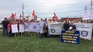 Members of the Canadian Union of Postal Workers hold an information picket in Windsor to back contract demands on September 21, 2018. ( Angelo Aversa / CTV Windsor )