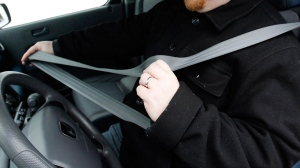 More than 800 rear-seat passengers who weren't wearing seat belts were killed last year in U.S. traffic crashes, and a highway safety group says states aren't making enough progress in getting people to buckle up.