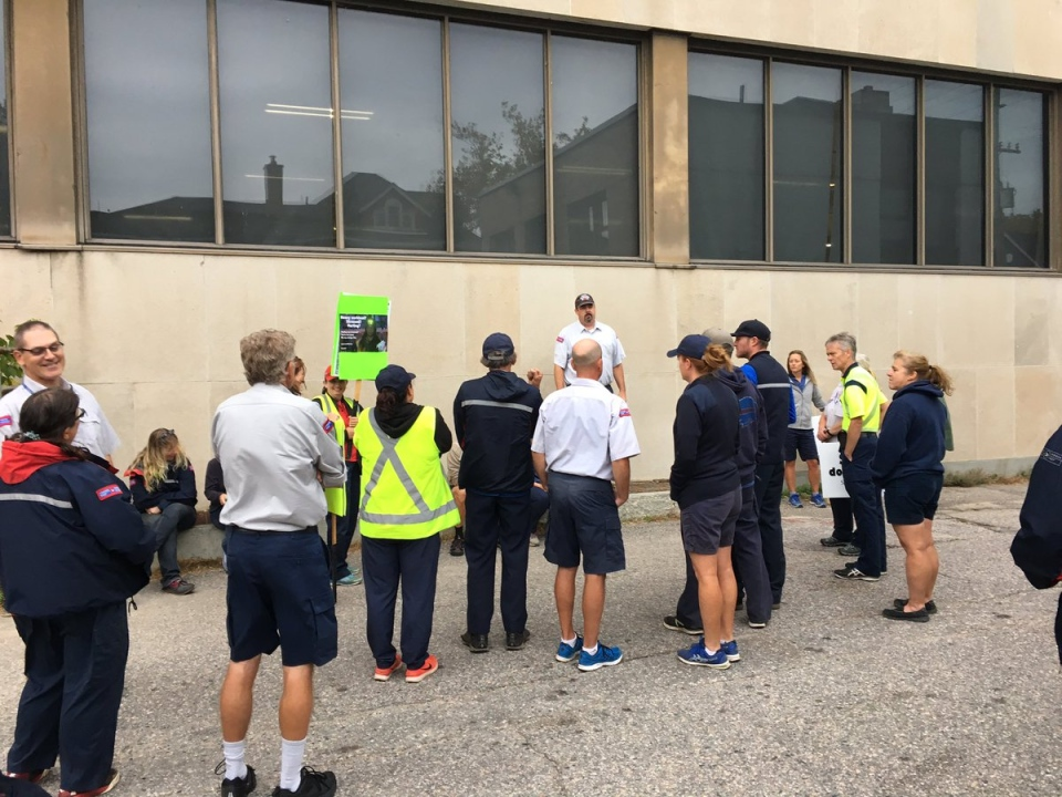 North Bay postal worker solidarity protest Friday